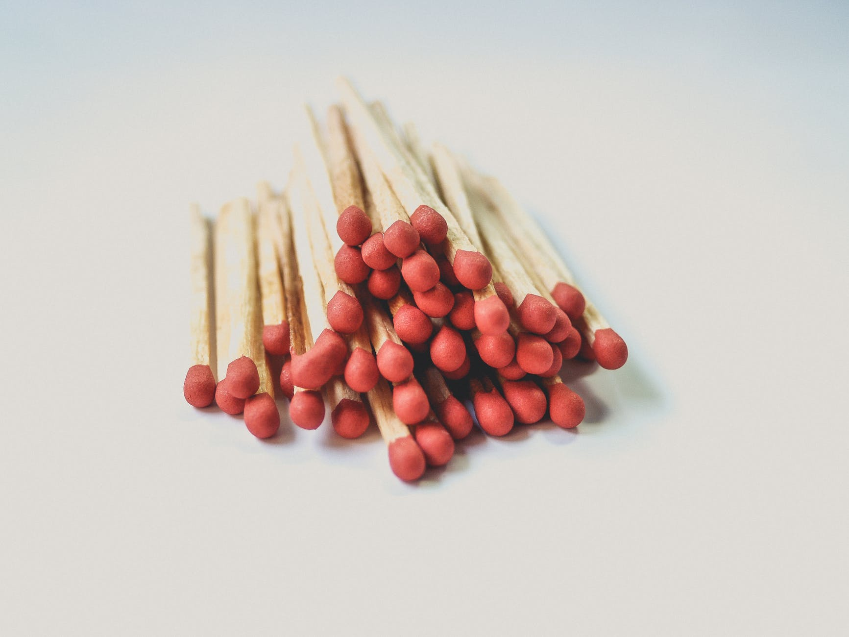 close up photography of matchsticks